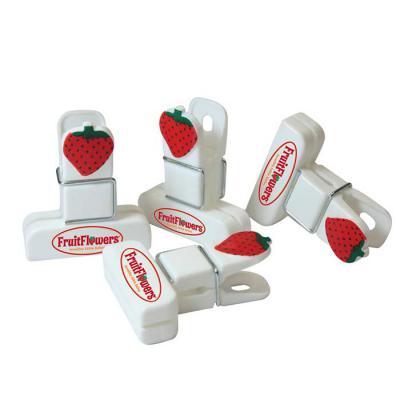 griffipett - Prendedor de coração mede 5,0x4,5cm e o prendedor tradicional mede 4,5cm x 4,0 cm. Estão disponíveis em diversas cores. Gravação: 01 cor.