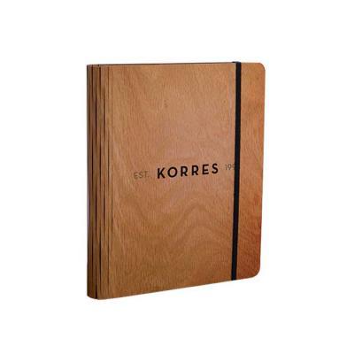Caderno com capa em madeira personalizado. Este produto foi desenvolvido com uma técnica de corte que permite a execução de formas mais ousadas como c... - Santa Ana Design