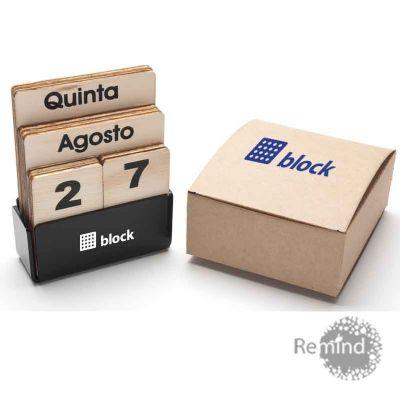 Calendário Permanente de Madeira - Box de Acrílico - Remind Brindes Inteligentes