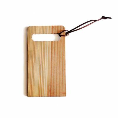 Studio Blomma - Petisqueira tábua para frios de madeira com couro legítimo. Gravação a laser da logomarca ou arte Produzido 100% com madeira certificada de refloresta...