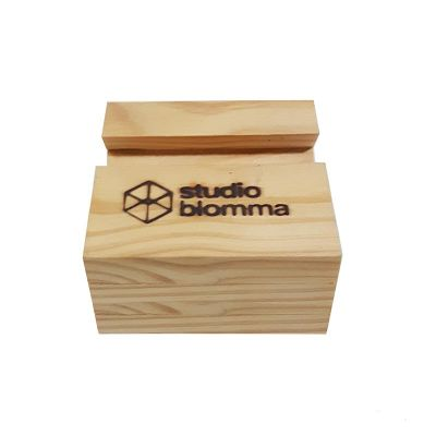 Porta celular de madeira maciça. - Studio Blomma