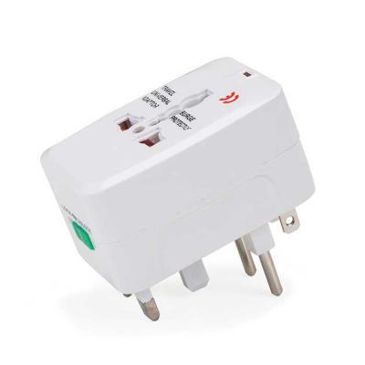 Adaptador universal branco em plástico resistente.Possui plug EUROPE: para uso basta puxar a tomada cental, para guardar empurrar para dentro. Plug UK... - MR Cooler