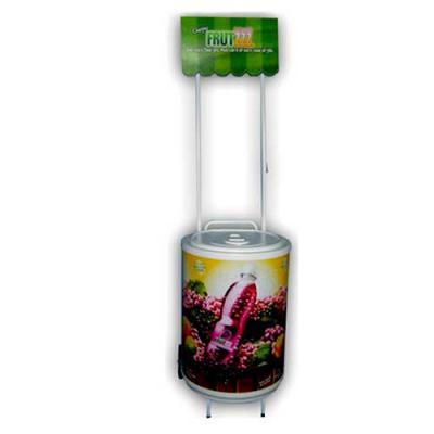 Cooler Carrinho Grande 75 latas com Testeira. Possui rodizios, cuba moldada em poliestileno (PSAI) de alto impacto. Isolante térmico de isopor prensad... - MR Cooler