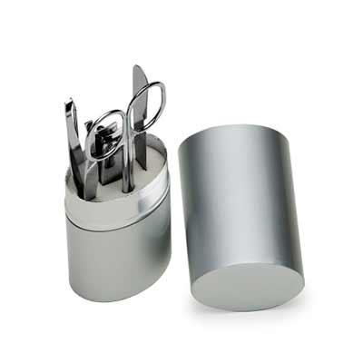 MR Cooler - Kit manicure 5 peças em estojo oval de alumínio.  Possui lixa, tesoura, pinça, empurrador de cutícula e cortador de unha.