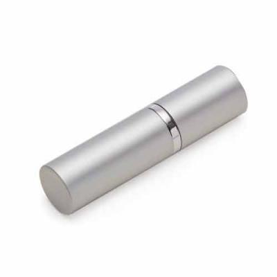 MR Cooler - Porta perfume 8ml de metal, frasco(acrílico) pode ser removido do estojo e basta borrifar para funcionamento, possui tampa.    Tamanho total aproximad...