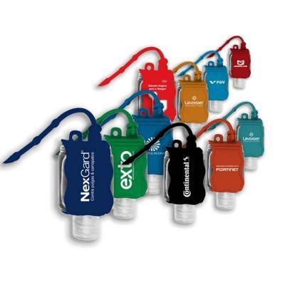 Chaveiro porta álcool gel em material emborrachado acompanha frasco 35 ml com álcool gel 70 %. Possui argola flexível com 3 níveis de ajustes ideal para pendurara em bolsas ou mochilas.