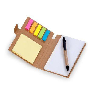 Caderneta de anotações com capa em papel reciclado contendo 70 folhas brancas mais auto colantes 6 cores com 25 folhas cada e caneta esferográfica em...