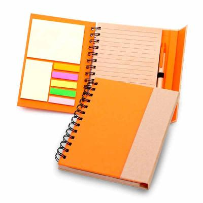 Caderno de anotações capa dura com fechamento através de ímã na aba externa, contendo 70 folhas e...