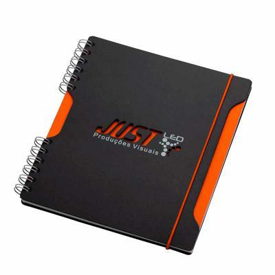 vintore-brindes-especiais - Caderno  – formato 205 x 230 mm Capa e contra capa em cartão revestido com papeis especiais  Miolo: 200 X 225 mm 96 folhas papel off-set 70g, mais 1 f...
