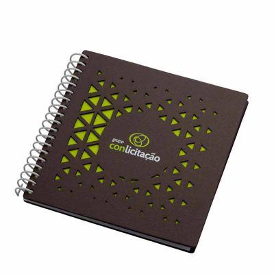 Caderno - formato 190 x 190 mm Capa e contra capa em cartão revestido com papeis especiais Miolo:...