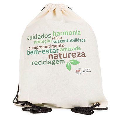 Pró Verde Confecções - Mochila saco ecológico em algodão cru, na medida 36x47cm. Conta com cordão de polipropileno A14 trançado colorido de 200cm