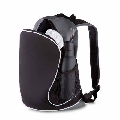 Mochila em nylon, dois bolsos laterais em malha, bolso central, alça de ombro e mão, gravação frontal. - Amélio Presentes