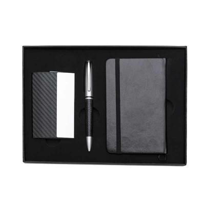 Gift Mais Promocional - Kit executivo 3 peças em estojo de papelão com tampa e parte interna revestida de espuma. Contém: porta cartão de couro sintético texturizado com deta...