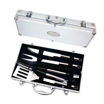 YES Brindes - Kit churrasco 4 peças em maleta de alumínio com relevo. Possui: espátula, pegador, garfo e faca em inox(todas peças possuem proteção plástica) detalhe...