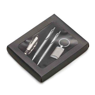 Kit executivo com 4 peças em estojo de papelão com visor plástico. Possui uma caneta e lapiseira prata em metal com vinte e quatro furos na parte infe... - MSN Brindes