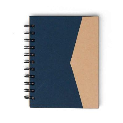 Bloco de anotações ecológico com sticky notes e suporte para caneta. Bloco de capa colorida com abertura lateral imantada, primeira folha com cinco bl... - MSN Brindes