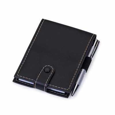 """Bloco de anotações Bidins em couro sintético com caneta semi-metal. Possui botão para fechar o bloco, parte interna com """"bolso"""" lateral para encaixar... - Cross Brindes"""