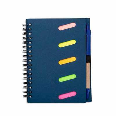 Bloco de anotações ecológico com caneta reciclável e autoadesivos. Capa kraft com detalhes vazado...