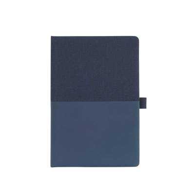 Caderno em sintético com parte emborrachada e suporte para caneta na capa