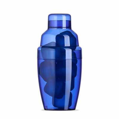 Cross Brindes - Coqueteleira plástica 230ml com gelo ecológico. Material colorido translúcido, possui tampa de encaixe com peneira e tampa protetora para bocal da pen...