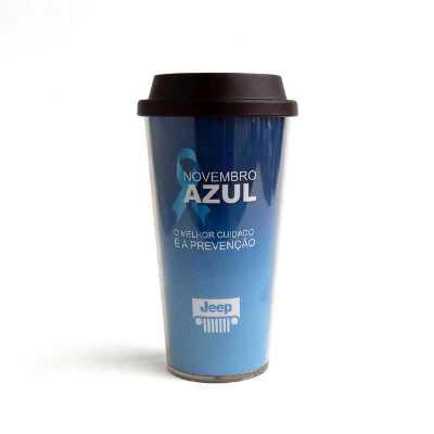 - O Copo Novembro Azul Parede Dupla 450ml CRBRP1004 é um brinde para Novembro Azul  Acompanha 3 modelos de tampas:  – Tampa com Canudo Azul  – Tampa par...