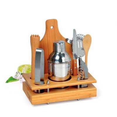 Conjunto para bar e caipirinha em Inox/Bambu. Conjunto composto por oito acessórios para bar e caipirinha, sendo uma coqueteleira em aço inox escovado... - Cross Brindes
