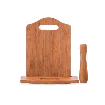 - Kit caipirinha 3 peças com: tábua de corte, socador e suporte para copo. Material de madeira, tabúa além de possuir suporte para copo(não acompanha) t...
