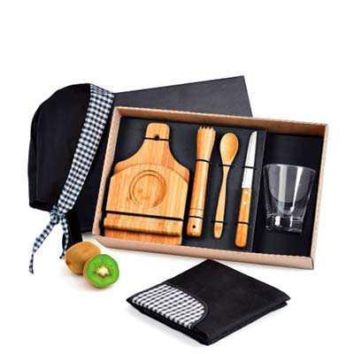 """cross-brindes - Kit caipirinha com tábua em Bambu, faca para frutas 4"""" em Inox/Bambu, pilão, colher de 18cm e base para a tábua em Bambu e copo em Aço Inox. Acomodado..."""