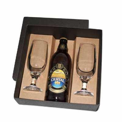 - Kit cerveja em caixa de papel duplex com cerveja Baden Baden Cristal 600 ml com 2 taças de vidro de 300 ml para cerveja com gravação nas taças e na ta...