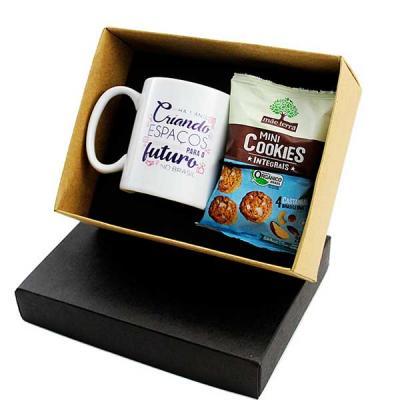 Kit chá em caixa de papel, caneca de porcelana 300 ml, sache de mini cookies Mãe Terra, gravação ...