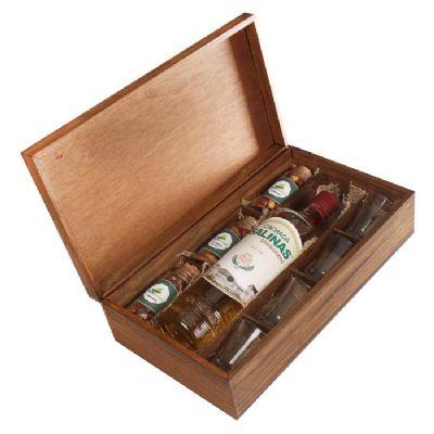 Design Promo - Kit cachaça Cristalina Salinas de 700 ml com 4 copos dose e 3 potes com petiscos