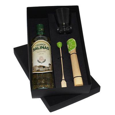 Kit caipirinha com cachaça Salinas 700 ml, copo de vidro, socador e mexedor temático - Design Promo