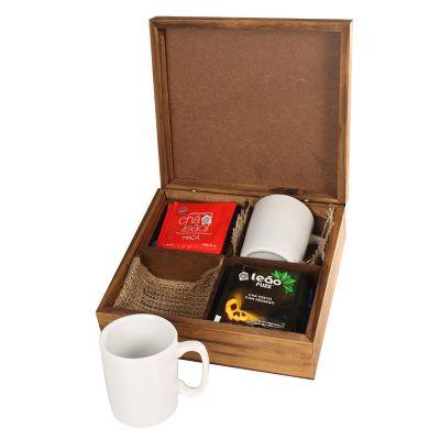 Kit chá com canecas de porcelana em caixa de madeira envelhecida - Design Promo