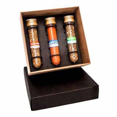 Kit com 3 tubetes de vidro com temperos e pimentas