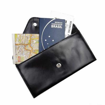 atelie-lapin - Porta Voucher em material sintético ou couro natural, disponível em várias cores com personalização em baixo relevo.
