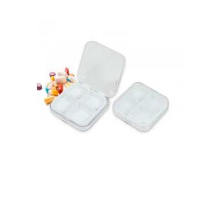 "Porta comprimido de acrílico fosco, possui ""bandeja"" de quatro divisórias para comprimidos. Medid..."
