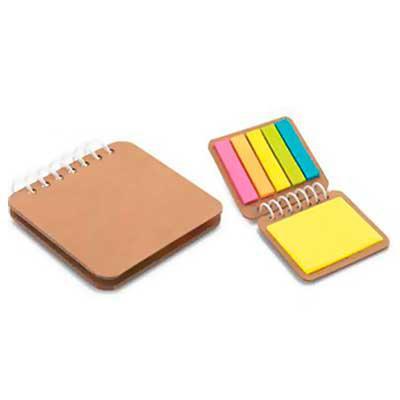 Galeria de Ideias - Bloco de anotações em papel kraft, com 6 conjuntos de sticky notes coloridos 25 folhas cada. Medidas: 75 mm x 70 mm Gravação: silk.