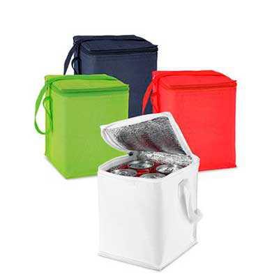 - Bolsa térmica em poliéster 600D. Capacidade: 4 latas de 0,5 L. Peças nas cores preto, vermelho, branco ou verde claro. Medidas: 150x190x150mm. Gravaçã...