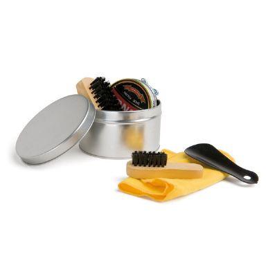 - Kit de limpeza de sapatos com 6 peças: 1 cera para sapatos na cor preta, 1 flanela amarela, 2 escovas em madeira, 1 calçadeira e 1 embalagem lata. Med...