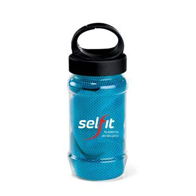 Toalha esportiva em material poliéster, acompanha garrafa com mosquetão. Toalha muito refrescante...