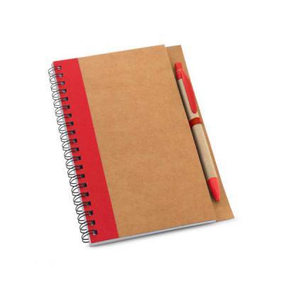 Caderno de capa dura e caneta em material Kraft. Possui 60 folhas lisas de papel reciclado. - Lira Brindes