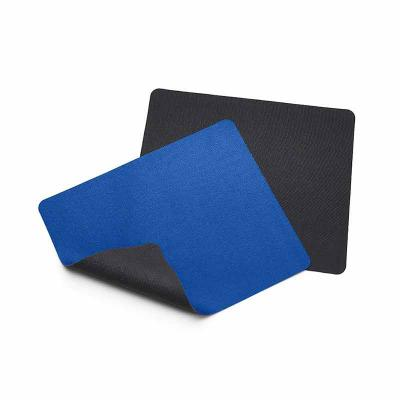 Mouse pad retangular de tecido, parte inferior emborrachada para evitar deslizamento. - Lira Brindes