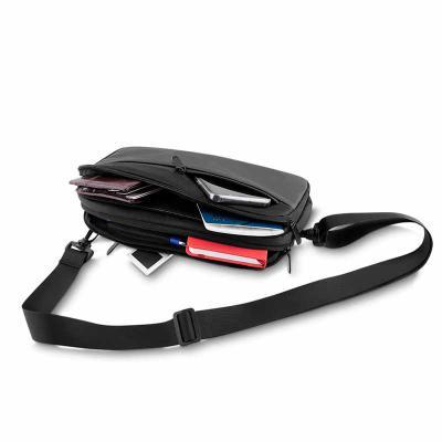 Pochete, estilo mini bolsa, com alça regulável e destacável, com três pontos de fixação da alça permite ser usada como pochete ou bolsa, bolso externo... - Lira Brindes