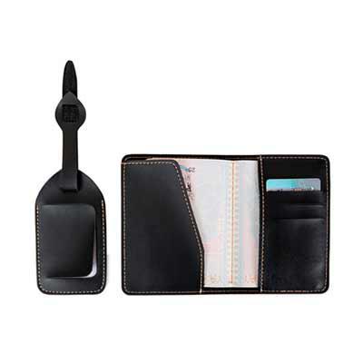 Thap  Brindes - Kit Viagem 2 Peças: - porta passaporte com três divisórias para cartões  - identificador de bagagem com fivela ajustável. Acabamento em serigrafia ou...