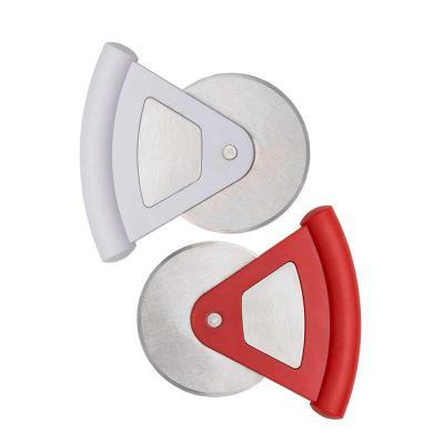 Thap  Brindes - Cortador de Pizza Personalizado. Cortador de pizza triangular em plástico resistente com lâmina redonda. Chapa metálica central, frente e verso liso.