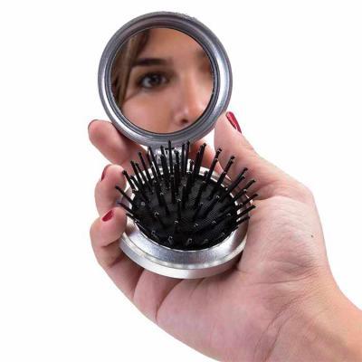 Escova com espelho personalizada . Escova com espelho redonda em plástico resistente. Parte superior plana e parte inferior emborracha com relevo, est... - Thap  Brindes