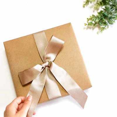 Kit Gratidão com cestos em fio de malha, alças e etiqueta em couro ecológico