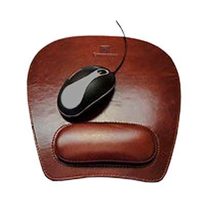 - Mouse Pad com apoio ergonômico. Material: Couro legitimo ou Couro sintético. Personalizado em baixo relevo.