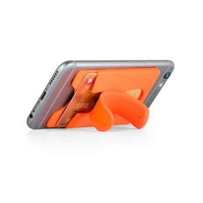 - Porta cartões para smartphone, em silicone, com autocolante no verso e suporte para smartphone. Dimensões: 57 x 96 x 5 mm.