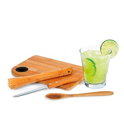 Kit caipirinha com 5 peças: colher, copo de vidro 350 ml, faca, socador e tábua.